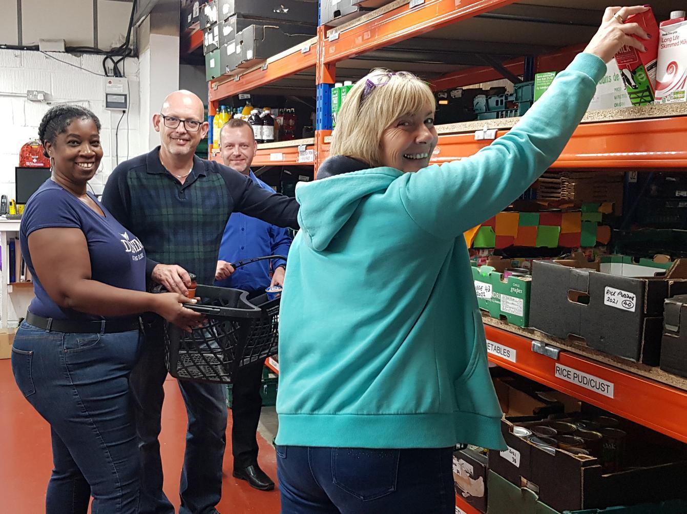 The Mall Staff Volunteer To Help Luton Foodbank Luton Today