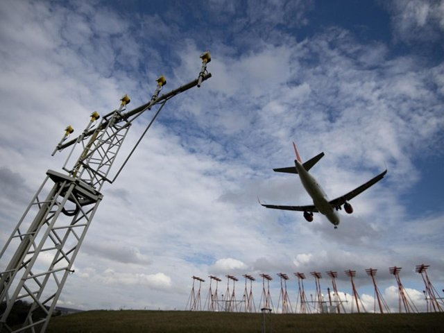 An application to change the arrival routes of Luton Airport is expected in June