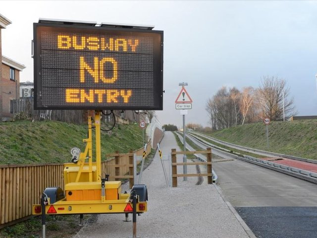Luton-Dunstable Busway     (stock image)