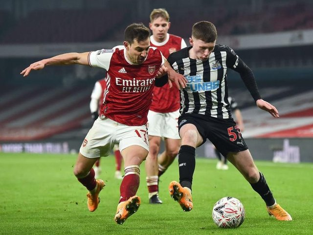 Newcastle United midfielder Elliot Anderson in action against Arsenal during the Magpies FA Cup defeat