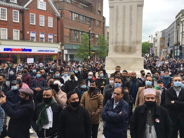 Over 1,000 protesters gathered in Luton town centre