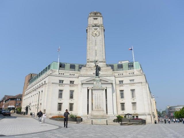 Luton Town Hall    (stock image)